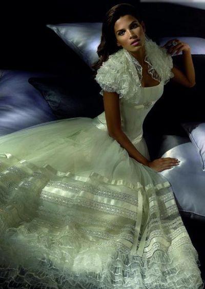 Весільні сукні від Pepe Botella 2008. Фото з efu.com.cn