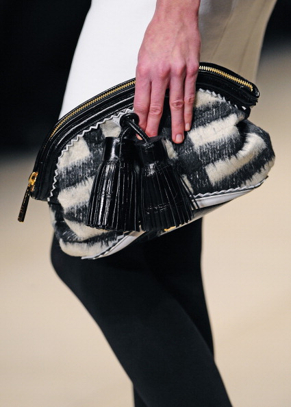 Показ колекції сумок Burberry на Тижні моди в Лондоні. Фото: CARL DE SOUZA/AFP/Getty Images