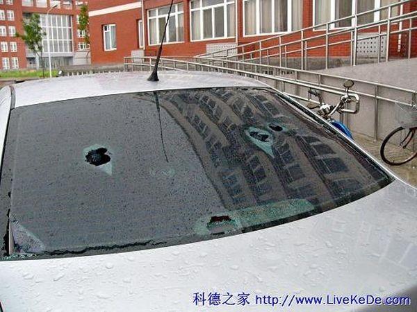 Великий град випав у Пекіні 23 червня. Фото із secretchina.com