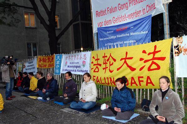 Австрія. Акція, присвячена дев'ятій річниці з дня «інциденту 25 квітня». Фото з minghui.ca
