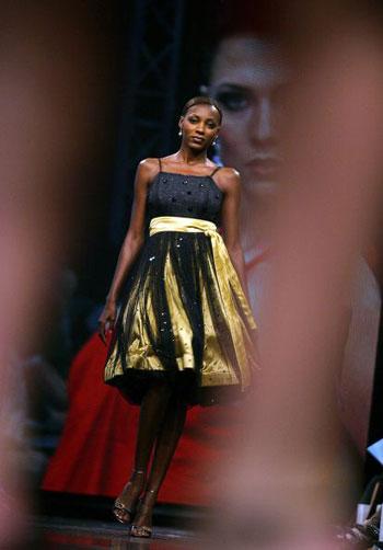 Колекція Rosenwerth на Тижні моди у Йоханнесбургу (ЮАР). Фото: AFP PHOTO/Paballo Thekiso