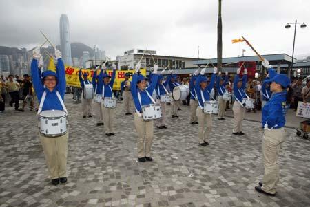 Виступ «Небесного оркестру» по завершенню ходи, який привернув увагу безлічі жителів Гонконгу. Фото: У Лянь Ю/Велика Епоха