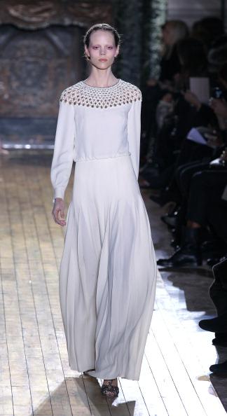 Показ коллекции от Valentino на Неделе моды 2011 в Париже.Фото PIERRE VERDY/AFP/Getty Images