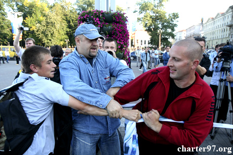 Міліція розганяє акції протесту опозиції в Мінську. Фото: charter97.org