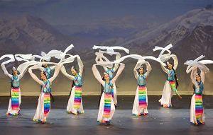 Танець 'Сніжна гора, білий лотос'. Фото: Велика Епоха