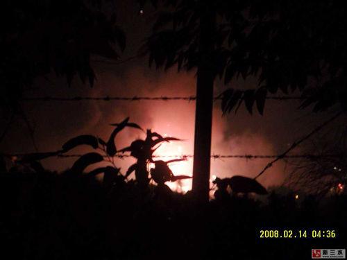 От разлетевшихся в разные стороны ракет и петард, на вершинах пяти близлежащих гор начался пожар.  Фото с epochtimes.com