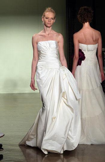 Колекція весільного вбрання від Вери Ван (Vera Wang), що її було представлено у Нью-Йорку. Фото: Scott Gries/Getty Images