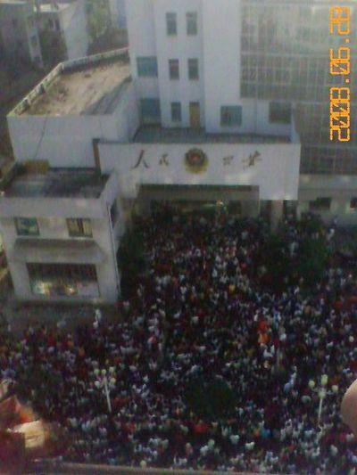 28 июня. Беспорядки в уезде Вэнань провинции Гуйчжоу. Фото с epochtimes.com
