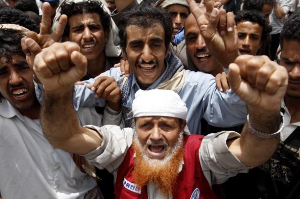 Антиправительственные выступления митингующих с требованием отставки президента Йемена, Али Абдалла Салеха, Сан, 11 июня 2011 года. Фото: Ahmad Gharabli/Getty Images.