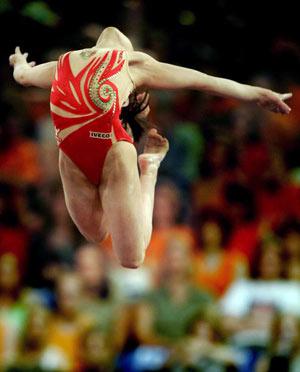 Амстердам, НІДЕРЛАНДИ: Італійка Vanessa Ferrrari виступає під час чемпіонату Європи із спортивної гімнастики. Фото ARIS MESSINIS/AFP/Getty Images