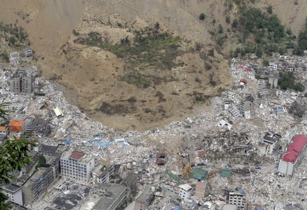 27 мая, уезд Бэйчуань провинции Сычуань. От землетрясения пострадали десятки тысяч домов.Фото: LIU JIN/AFP/Getty Images