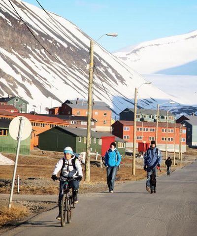 Лонгйербьен (Longyearbyen).Арктическая часть Норвегии. Фото: Chris Jackson/Getty Images