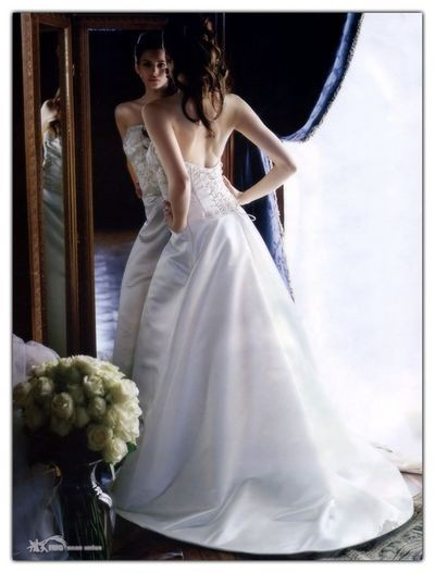 Класичні весільні сукні Lazaro. Фото: Lazaro
