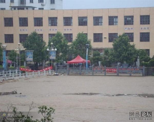 Самый сильный в истории ливень прошёл в провинции Цзянси, затопив большую часть территории. Фото с epochtimes.com