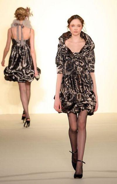 Коллекция одежды японской фирмы Musee D'Uji, осень-зима 2008. фото:Getty Images