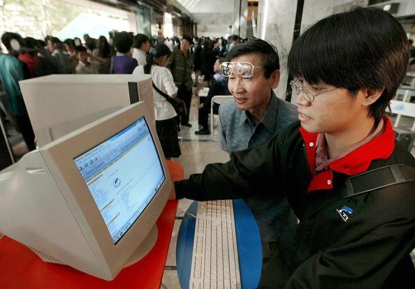Китай подарил Украине компьютеры на сумму $12