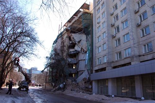 У центрі Харкова обвалилася стіна будинку. Фото: ІА 'Новый мост'