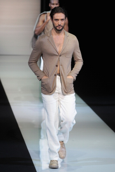 Модная одежда от Джорджио Армани на Milan Fashion Week, 26 июня 2012 года. Фото: Vittorio Zunino Celotto/Getty Images