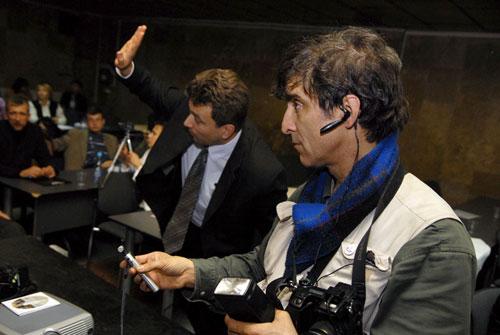 Репортер з Канади на на Міжнародній конференції по злочинах комунізму проти людства в Києві. Фото: Володимир Бородін/Велика Епоха
