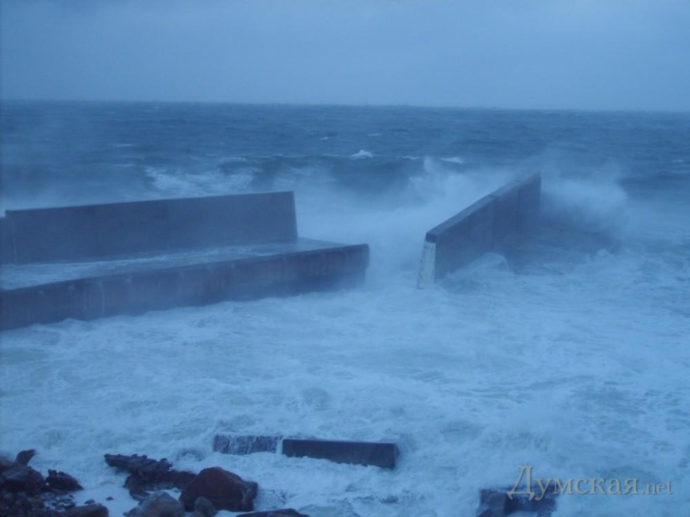 Ураган завдав руйнувань острову Зміїному