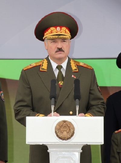 Лукашенко виступив з промовою перед співгромадянами: «Нам посилено і наполегливо нав'язують сценарії «кольорових революцій», написані під копірку в столицях окремих держав» ... На жаль, мова Президента на цей раз залишилася без гучних оплесків.. Фото: Мик