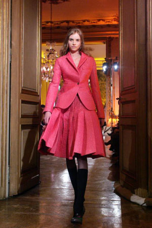 Миучия Прада (Miuccia Prada) для Дома моды Miu Miu. Коллекция ready-to-wear осень-зима 2007/2008. Фото: FRANCOIS GUILLOT/AFP/Getty Images