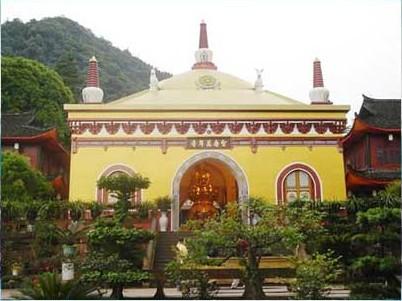 Храм Ваньнянси. Гори Емей. Фото з zhengjian.org