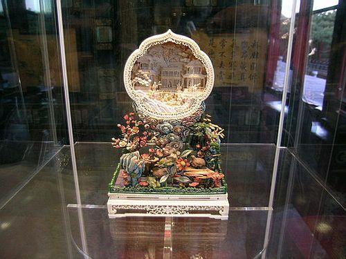 Предмет украшения, сделанный из морской раковины. Фото с secretchina.com