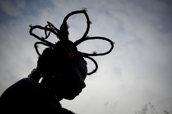 Удивительные афро-причёски. Фото: LUIS ROBAYO/AFP/GettyImages