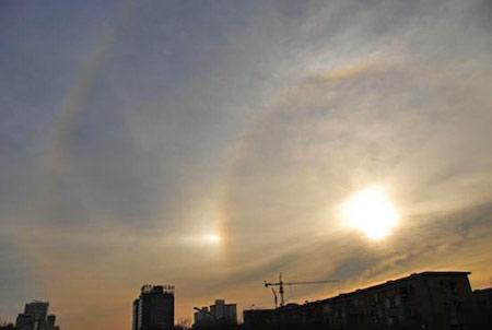 Дивовижне явище: «4 сонця», що виникли в Пекіні 25 січня. Фото з сайту epochtimes.com