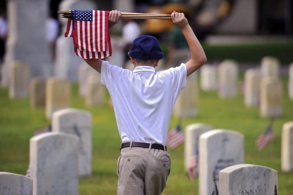 Национальное кладбище г. Бофорт, штат Южная Каролина. Подготовка к проведению Мемориала выходного дня. Фото: Stephen Morton/Getty Images