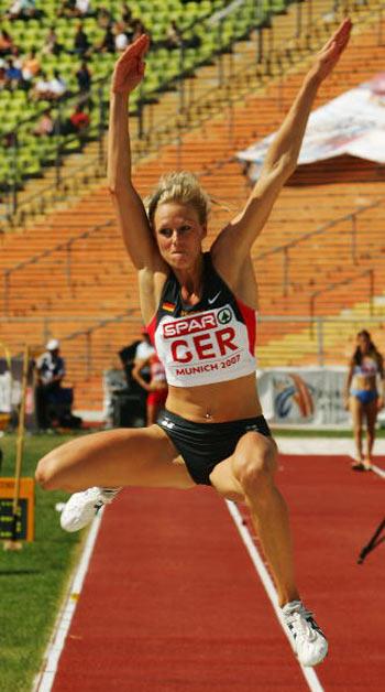 Мюнхен. Німеччина. Француженка Yves Niare під час Кубка Європи-2007 по легкій атлетиці. Фото: Alexander Hassenstein/Bongarts/Getty Images