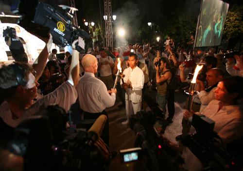 Официальное открытие Всемирной эстафеты Факела в защиту прав человека в Афинах. 9 августа 2007 года. Фото: Ян Якилек/Великая Эпоха