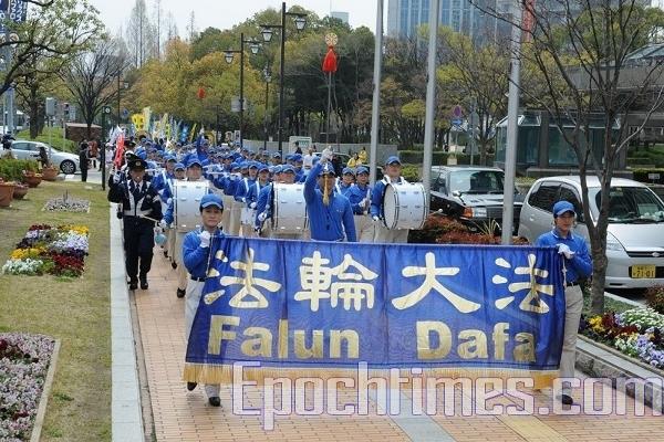 Процесію очолив «Небесний оркестр» послідовників Фалуньгун. Фото: Hong Kazuo/The Epoch Times