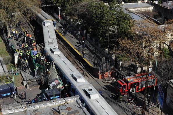 В Буэнос-Айресе столкнулись два поезда и автобус. Фото: Daniel Garcia/Getty Images