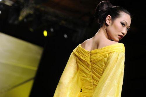 Коллекция жіночого одягу від голландського дизайнера Адді Ван Ден (Addy Van Den), представлена 29 січня на показі мод у Римі. Фото: ANDREAS SOLARO/AFP/Getty Images
