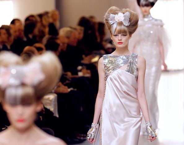 Колекція Chanel весна-літо 2010 на Тижні моди в Парижі. Фото:patrick Kovarik/afp/getty Images