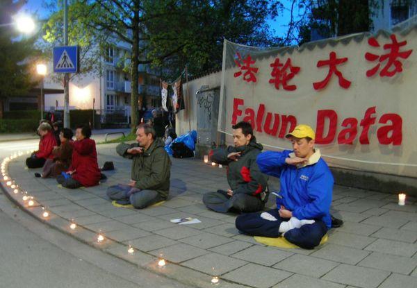 Мюнхен (Германия). Акция, посвященная девятилетию со дня «инцидента 25 апреля». Фото с minghui.ca