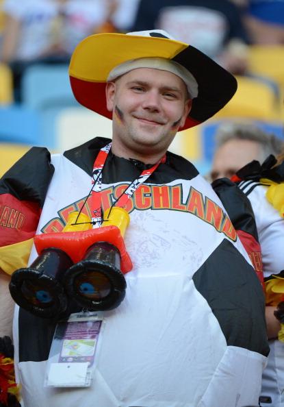 Немецкий фан в матче против Дании 17 июня 2012 года, Львов. Фото: Damien MEYER/AFP/Getty Images