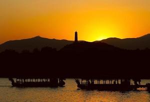 Пейзажи и храмы императорского сада Ихэюань. Фото с aboluowang.com