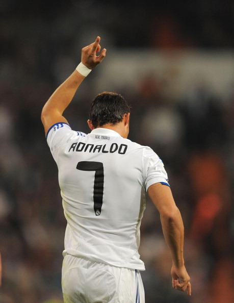 Кріштіану Роналду святкує свій другий гол в матчі між Реалом Мадрид і Расінгом Сантандер на Сантьяго Бернабеу. Фото: Denis Doyle/Getty Images