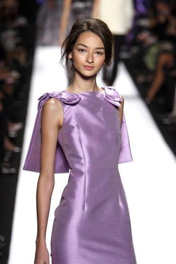 Колекція жіночого одягу осінь 2008 від дизайнера Карлоса Милі (Carlos Miele), представлена 6 лютого на тижні моди від Mercedes-Benz в Нью-Йорку. Фото: Scott Gries/Getty Images