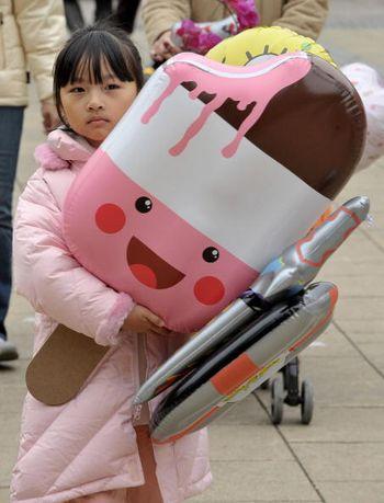 Новогодние сувениры и игрушки. Фото: MIKE CLARKE/AFP/Getty Images