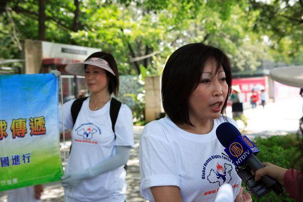 7 червня. Місто Каосюн (Тайвань). Член міської ради пані Као Юйчен закликає уряд Пекіна до початку Олімпіади поліпшити ситуацію з правами людини в Китаї. Фото з minghui.org