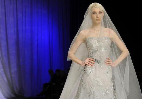 Колекція жіночого одягу від ліванського дизайнера Абед Махфуз (Abed Mahfouz), представлена 29 січня на показі мод у Римі. Фото: ANDREAS SOLARO/AFP/Getty