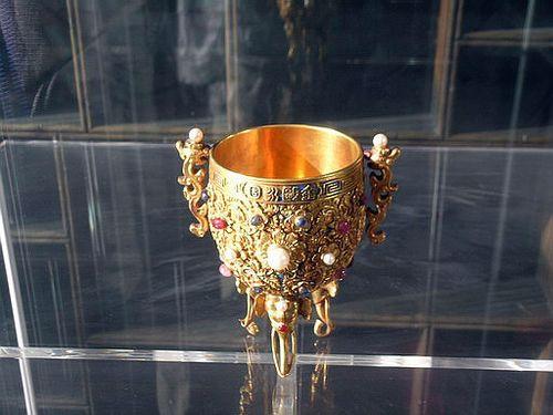 Позолоченный императорский кубок. Фото с secretchina.com