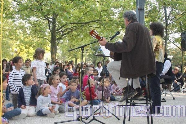 Музика дітей зачаровує. Фото: Чжан Юе/Велика Епоха