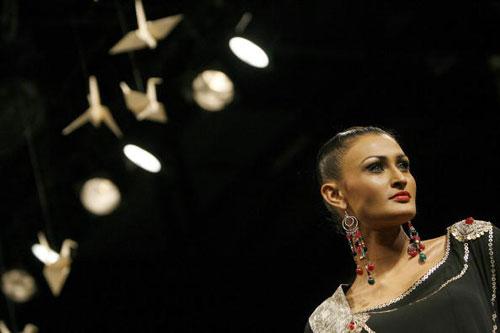 Продукція від Ashima and Leena на Тижні моди Wills India Fashion Week, що проходив в індійському Нью-Делі. Фото: MANPREET ROMANA/AFP