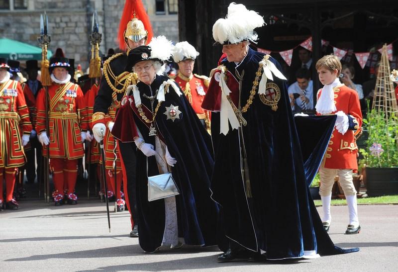 Виндзор, Англия, 18 июня. Королева Елизавета II и принц Филипп принимают участие в торжественной церемонии ордена Подвязки. Фото: Murray Sanders — WPA Pool/Getty Images