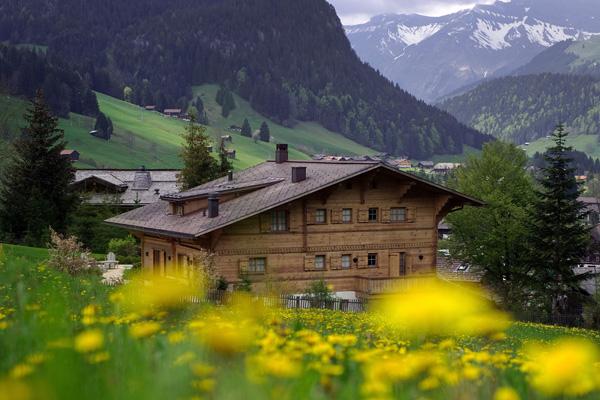 Восьме місце в рейтингу найщасливіших країн світу - Швейцарія. Фото: FABRICE COFFRINI/AFP/Getty Images